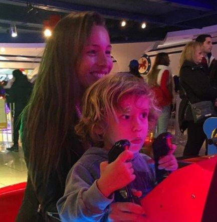 El album de fotos de Pampita y sus chicos en el Día del Niño