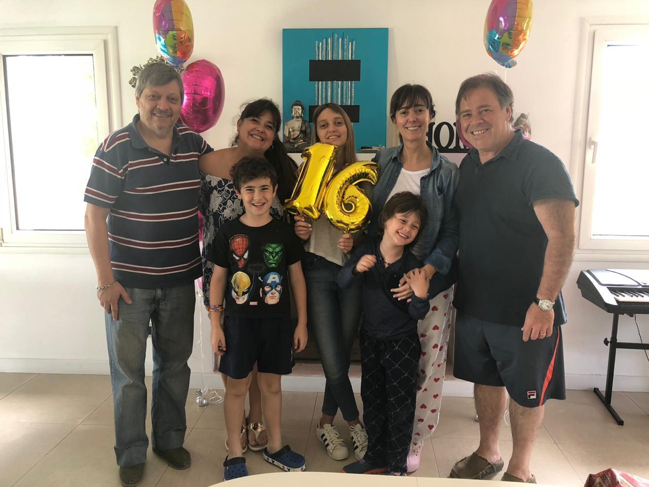 Tras el susto con su salud, la hija de Marisa Brel celebró sus 16