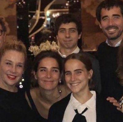 Juana, Nacho, Ambar, Rocco, celebrando a Marcela Tinayre