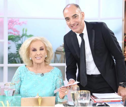 Mirtha Legrand y Dayub firmaron en vivo un contrato teatral