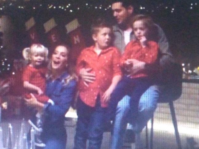 Bublé, Luisana y sus chicos en un video navideño